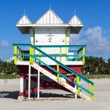 Cabina del bagnino sulla spiaggia vuota, Fotografia Stock