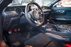Cabina del coupé del fastback di Ford Mustang GT dell'automobile di cavallino (sesta generazione), 2015 Fotografia Stock