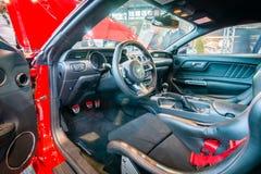 Cabina del cupé del fastback de Ford Mustang GT del coche de potro (sexta generación), 2015 Foto de archivo