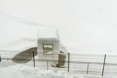 Cabina del guardia con nieve Fotos de archivo