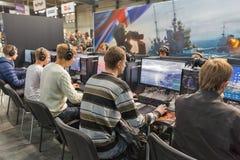 Cabina del juegos de guerra durante ECO 2017 en Kiev, Ucrania imágenes de archivo libres de regalías