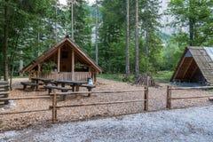 Cabina della montagna, Camera in alpi europee, valle di Logarska, Slovenia del bruciatore di carbone Fotografie Stock Libere da Diritti