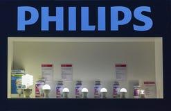 Cabina della società di illuminazione di Philips al CEE 2015, la più grande fiera commerciale di elettronica in Ucraina Immagine Stock