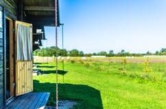 Cabina di estate da un'azienda agricola della campagna Fotografia Stock Libera da Diritti