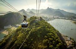 Cabina di funivia che va alla montagna di Sugarloaf in Rio de Janeiro Immagine Stock Libera da Diritti