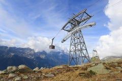 Cabina di funivia da Chamonix-Mont-Blanc alla sommità di Aiguille du Midi immagine stock