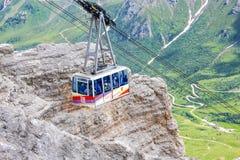 Cabina di funivia del massiccio della montagna di Pordoi del Sass, dolomia, Italia Immagini Stock Libere da Diritti