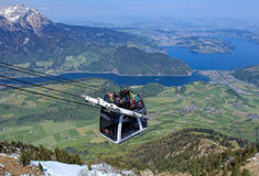 Cabina di funivia di Stanserhorn Cabrio in Svizzera Fotografia Stock Libera da Diritti