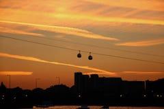Cabina di funivia di Tamigi sopra i Docklands Fotografia Stock