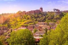 Cabina di funivia e cittadella a Tbilisi, Georgia immagini stock
