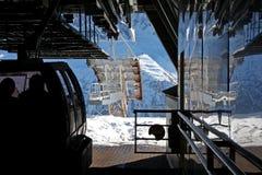 Cabina di funivia in montagne Immagini Stock Libere da Diritti