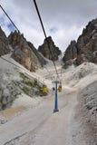 Cabina di funivia in montagne della dolomia, Italia. Fotografia Stock