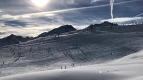 Cabina di funivia in montagne Timelapse stock footage