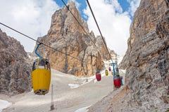 Cabina di funivia a Monte Cristallo Massif Fotografie Stock