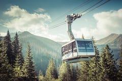 Cabina di funivia nel picco in montagne di Tatra, Polonia di Kasprowy Wierch fotografia stock libera da diritti