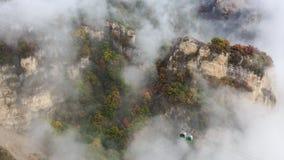 Cabina di funivia nella foschia, autunno Fotografia Stock Libera da Diritti