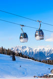 Cabina di funivia nelle alpi immagini stock libere da diritti