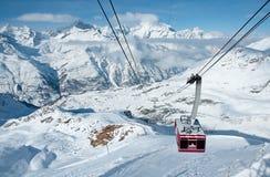 Cabina di funivia nelle alpi svizzere Immagini Stock Libere da Diritti