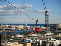 Cabina di funivia rossa a Barcellona un giorno soleggiato Immagine Stock