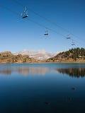 Cabina di funivia sopra il lago Fotografia Stock Libera da Diritti