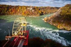 Cabina di funivia sopra il mulinello Canada del fiume Niagara Fotografia Stock
