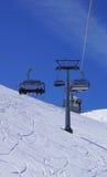 Cabina di funivia sospesa dello sci alle montagne Titlis della neve Fotografia Stock Libera da Diritti