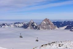 Cabina di funivia sulla montagna di Fronalpstock in Svizzera Immagine Stock