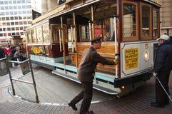 Cabina di funivia sulla piattaforma girevole, San Francisco Fotografia Stock
