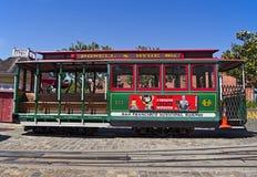 Cabina di funivia vuota alla stazione del molo del pescatore a San Francisco immagini stock