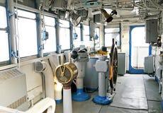 Il timone nella cabina di pilotaggio di una barca for Disegni base della cabina