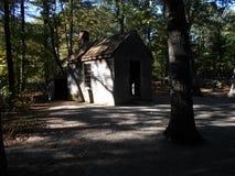 Cabina di Henry David Thoreau vicino a Walden Pond, accordo, Massachusetts, U.S.A. fotografia stock