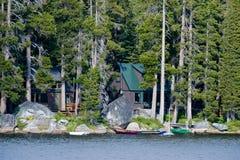 Cabina di legno dal lago Wrights fotografie stock