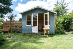 Cabina di legno del giardino immagine stock