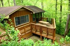 Cabina di legno del terreno boscoso Immagine Stock Libera da Diritti