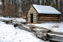 Cabina di legno dell'esercito anziano al parco nazionale della forgia della valle Immagine Stock