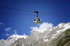Cabina di nuova teleferica SKYWAY MONTE BIANCO dal lato italiano di Mont Blanc Immagini Stock Libere da Diritti