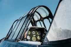 Cabina di pilotaggio d'annata dell'aeroplano Immagine Stock
