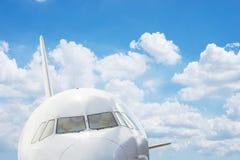 Cabina di pilotaggio del getto con il cielo Fotografie Stock