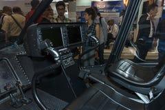 Cabina di pilotaggio dell'elicottero leggero Bell 505 Jet Ranger X immagini stock