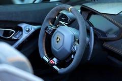 Cabina di pilotaggio interna di Lamborghini Huracan Performante Spyder fotografia stock