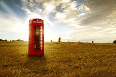 Cabina di telefono rossa tradizionale Fotografie Stock Libere da Diritti
