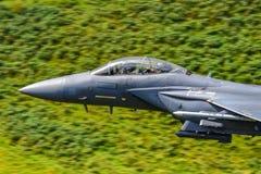 Cabina do piloto do ` da águia da greve do ` do U.S.A.F. F15, baixa mosca Gales, Reino Unido imagens de stock