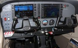 Cabina do piloto de aviões moderna Fotos de Stock Royalty Free
