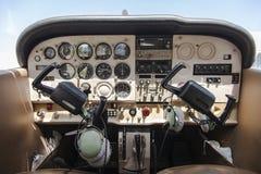 Cabina do piloto de um cardeal de cessna Foto de Stock Royalty Free