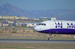 A cabina do piloto de um voo de Monarch Airlines Fotos de Stock