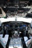 Cabina do piloto do avião de um 737-800 Foto de Stock Royalty Free