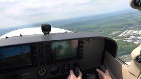 Cabina do piloto do avião, instrumentos dos pilotos, navegação video estoque