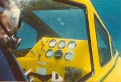 Cabina do piloto do submarino molhado de dois homens Imagem de Stock Royalty Free