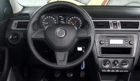 Cabina do piloto moderna do carro imagens de stock