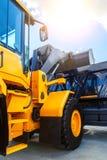 Cabina e secchio dell'escavatore nuovo pulito dell'attrezzatura per l'edilizia Immagini Stock
